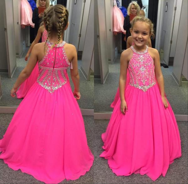 2018 Vestidos de desfile para niñas fucsias Cristales de cuentas Una línea Cuello halter Niños Vestidos de fiesta de graduación de flores para bodas para niños Por encargo