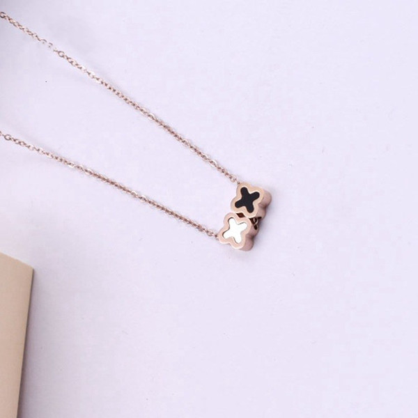 2018 Europe Hot Sale fashion jewelry Crystal from Stylish and beautiful Titanium steel clover necklace female