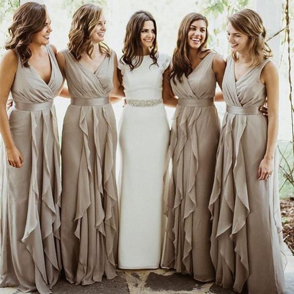 2018 Chiffon País Dama de Honra Vestidos Longos V Neck Plissado Plissado Até O Chão Beach Wedding Party Convidado Vestido Barato Dama de Honra Vestidos
