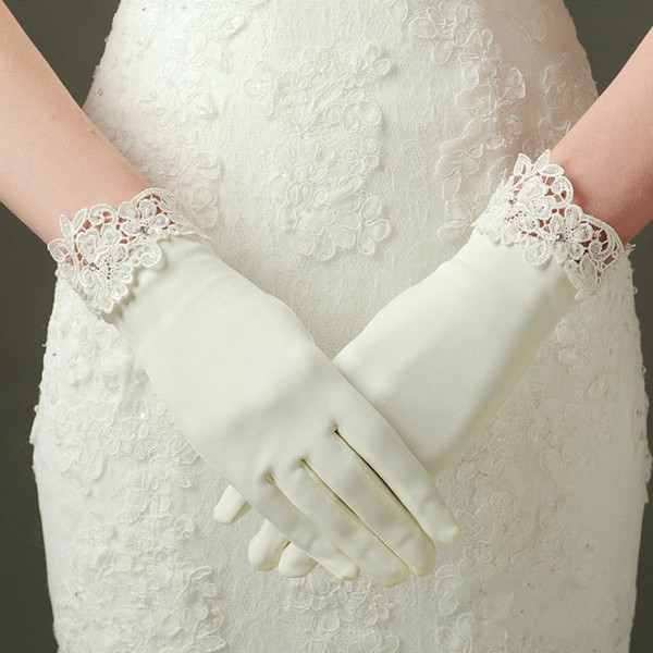 Short Bridal Gloves Wrist Length Crystal Beads Full Finger Satin Gloves for Party Evening Weddings Bridal Accessories In Stock