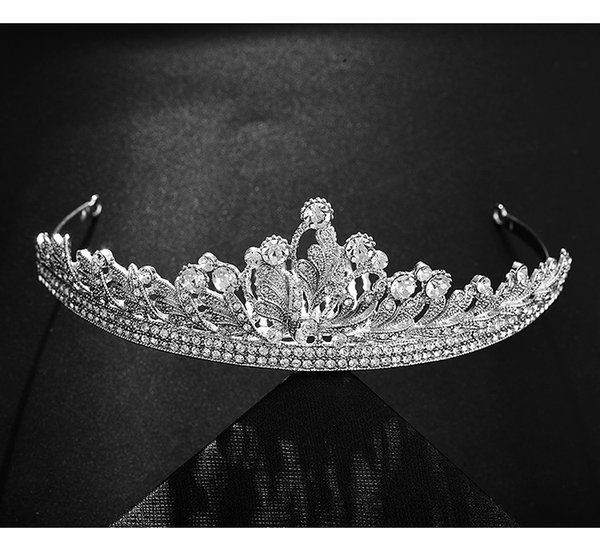 Shiny Princess Wedding Crowns And Tiaras For Bridal With Combs Prom Jewelry Headpieces Women Silver Crystal Rhinestone Baroque Tiaras F3205