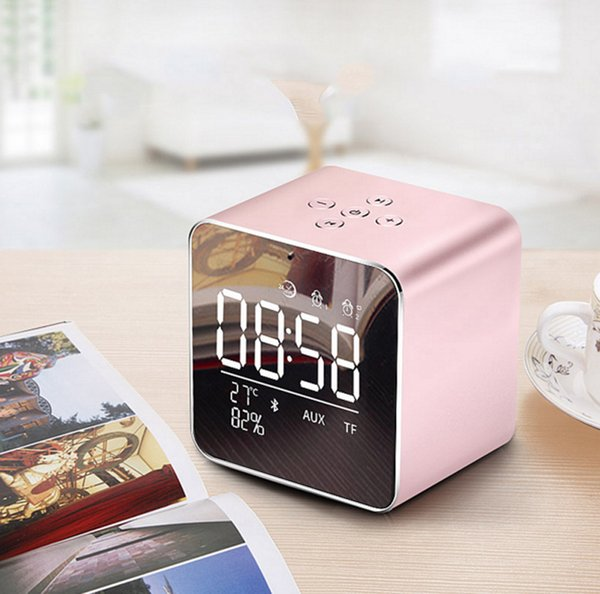 LCD Mirror Display Mini Bluetooth Speaker Metal Cassette Portable Sound Box 1800mAh Handsfreee Speakers for iPhone Samsung Tablet PC V9