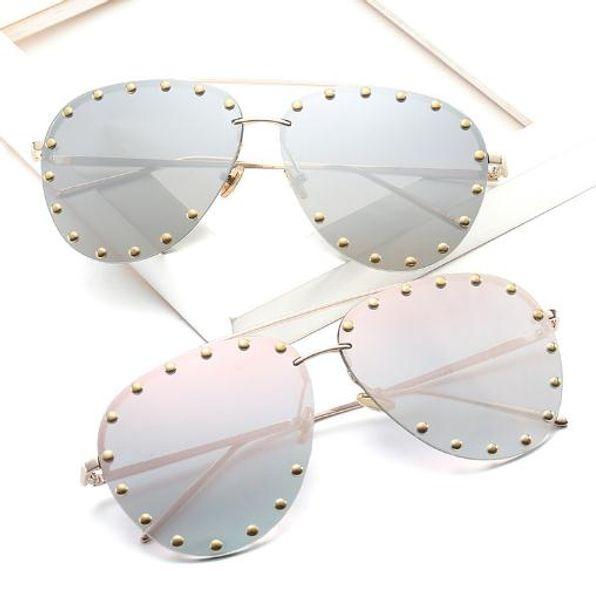 New sunglasses, rivet glasses, fashion sunglasses, European and American fashion trends glasses sunglasses.