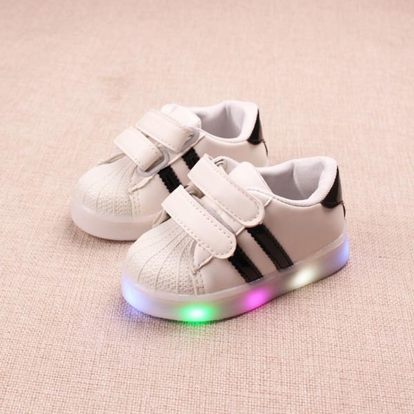 a4fd20c829ec7 2018 toute la saison cool slip sur les tout-petits bébé LED allumé lumineux  flash