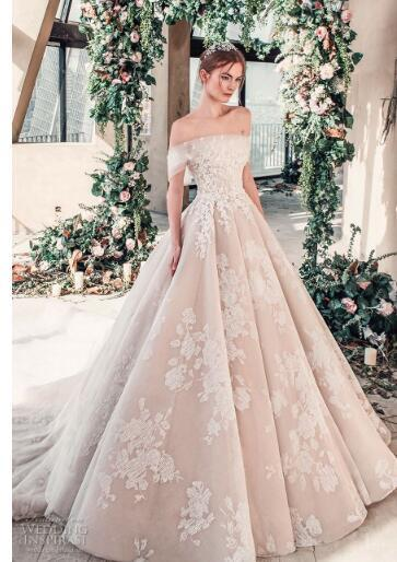 2018 luxury wedding dress high-end Gorgeous wedding dresssA line embellished with 3D flowers, silk threads, sequins, pearls and crystals.