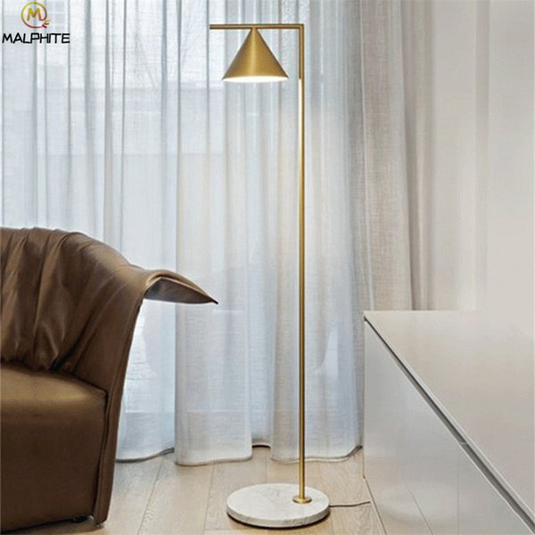Großhandel Moderne Marmor Basis Stehleuchte Einfache Led Wohnzimmer  Stehleuchte Gold Schwarz Körper Rotierenden Eisen Lampenschirm Lampadaire  Leuchte ...