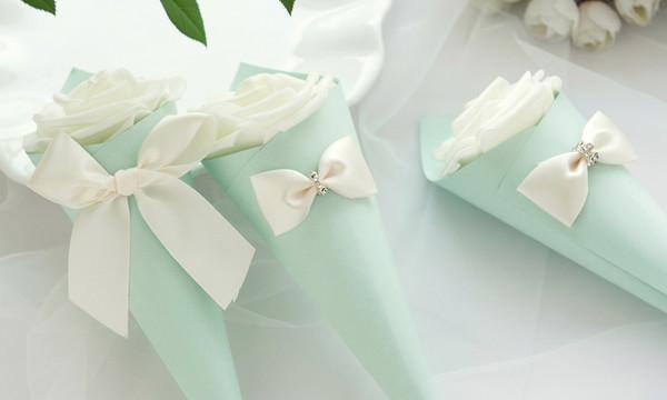 Blue Box + weiße Rose + weißes Band