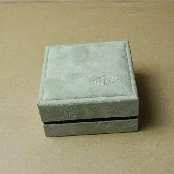 Top-Ohrring-Box