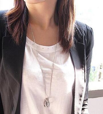 Estilo elegante Elegante y elegante cadena de suéter punto negro y blanco con doble anillo y doble anillo collar cadena de suéter está de moda