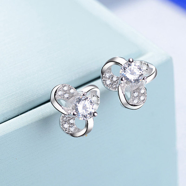 New Product 925 Silver. Woman Clover Gao Shier Nail Fashion Concise Popular Earrings Ornaments