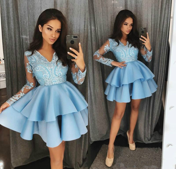 Compre Elegantes Vestidos Cortos De Cóctel Azules 2018 Apliques De Encaje Mangas Largas Transparentes Cuello En V Una Línea Vestido De Fiesta Vestidos