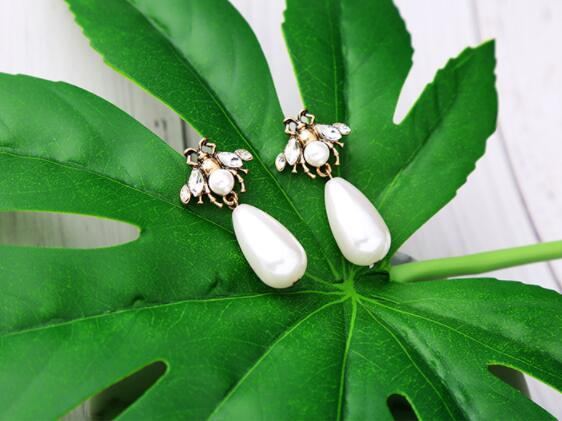 Fashion simple ladies earrings pearl insect crystal ear clip pendant earrings jewelry