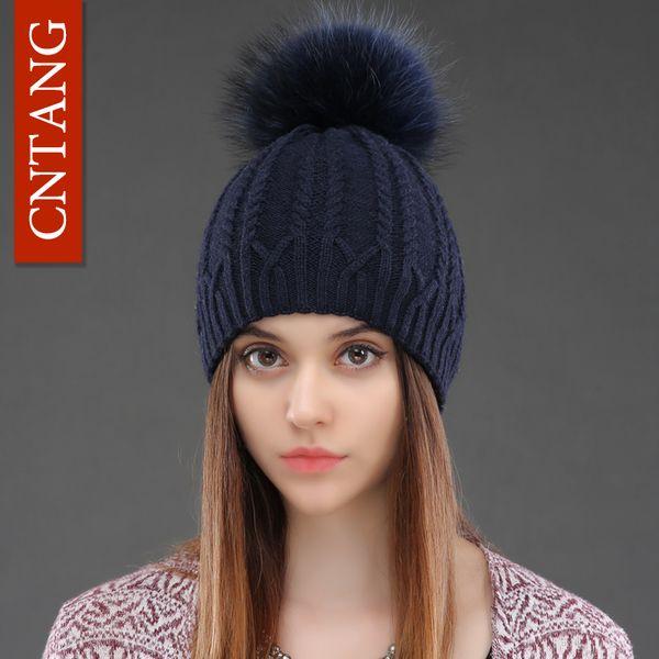 026a6d6c3e8c Compre Mujeres De Doble Cubierta De Lana De Punto Sombrero De Invierno  Natural De Piel De Mapache Tapas Calientes Mujer Pom Pom Sombreros De Moda  Para ...