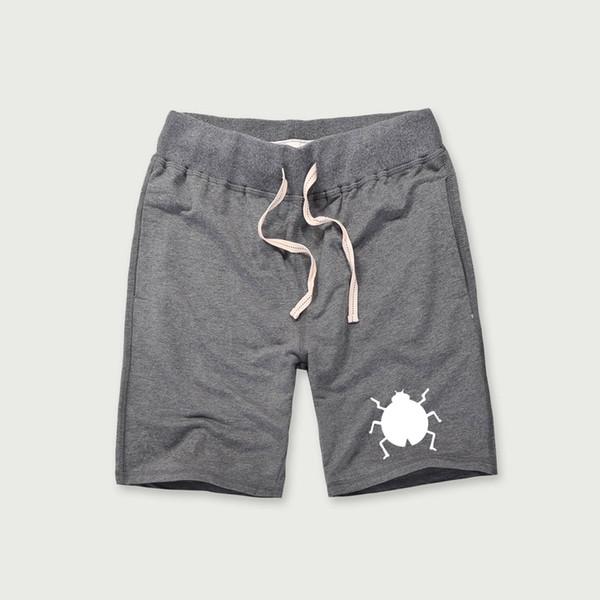 25646e04f4ff6 Симпатичные насекомые 2018 Летний стиль шорты мужской тренажерный зал бриджи  личности хлопок пляж брюки Мужские Бодибилдинг