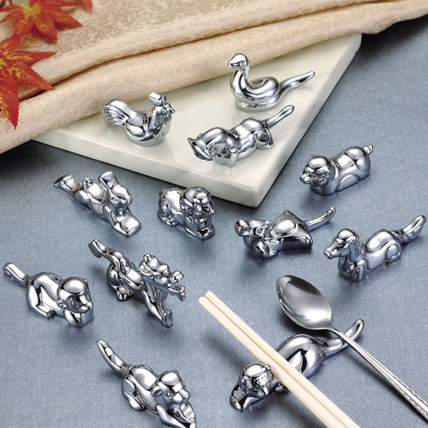 12 unids / set Cool Animal Zodiac Craft Metal Holder Holder Rack Gold Silver Regalo de Navidad Favores Del Partido Para Los Amigos QW8476