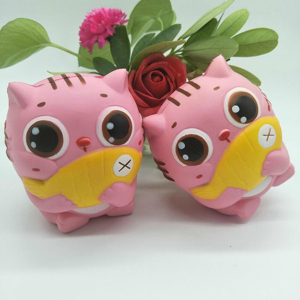 12% DE DESCUENTO 1 unids / lote 12 CM Jumbo Kawaii Squishy Kitty / Cat Hold Fish Suave Lindo Animal Slow Rising Bread Cake Dulce Perfumado Kid Navidad Juguetes de regalo