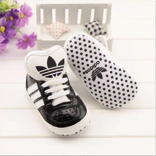 Baby Gold Shoes Soft Sole Moccasin Newborn Babies Piel antideslizante First Walker Baby calzado deportivo