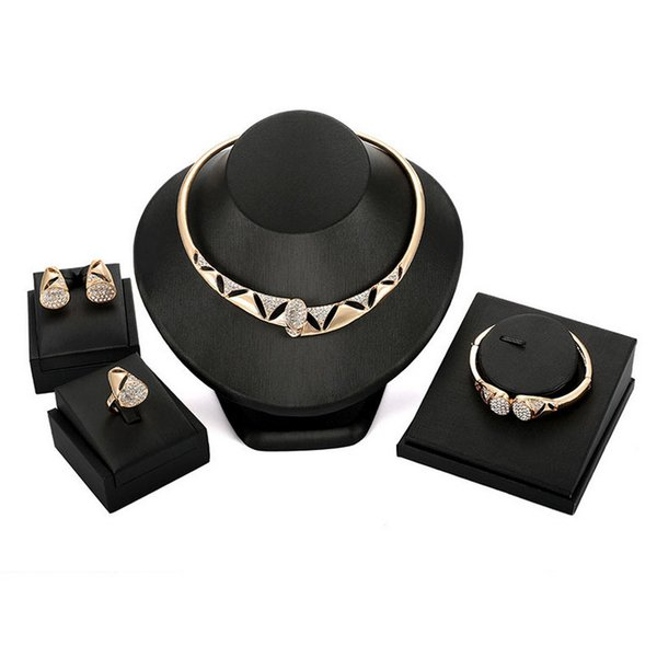 Conjunto de joyas de boda 2018 Recién llegado de lujo Rhinestone exagerado 18 K chapado en oro Partido de aleación geométrica 4 piezas Conjunto de joyería al por mayor JS571