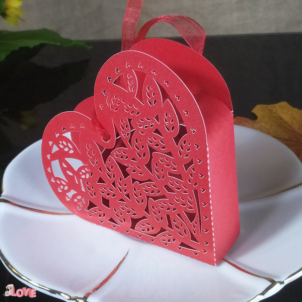 50Pcs Heart Shaped Wedding Candy Box Holder Baby Shower Candy Box for Wedding Anniversary with Ribbon Carriage Benefit Box 5ZT01