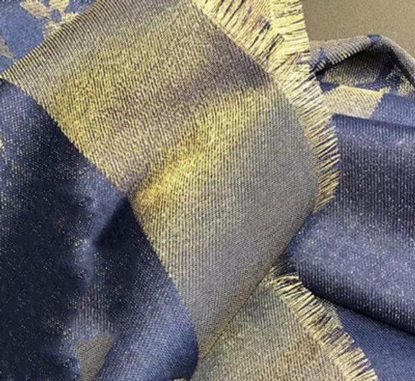 azul marinho com fio dourado