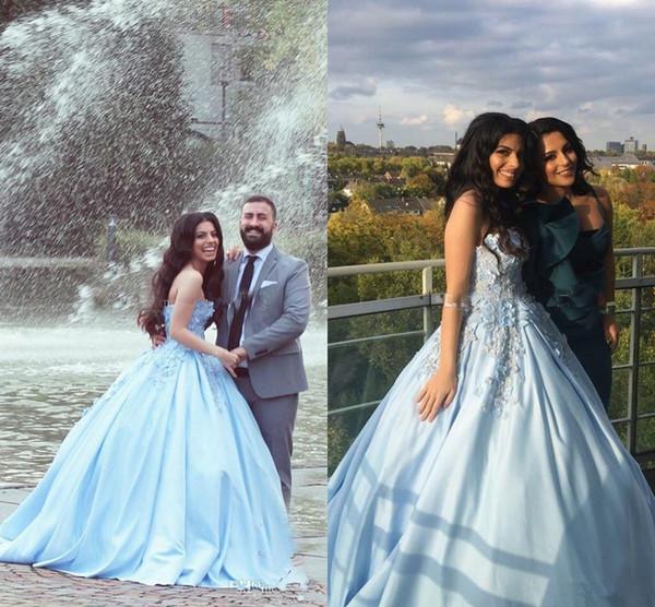 2018 Quinceanera vestido de baile vestidos querida céu azul claro 3D flores apliques de renda Vestido Plus Size cetim partido Prom Vestidos de noite desgaste
