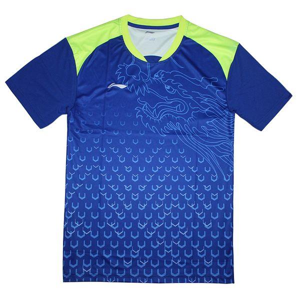 Azul uma camisa para o homem