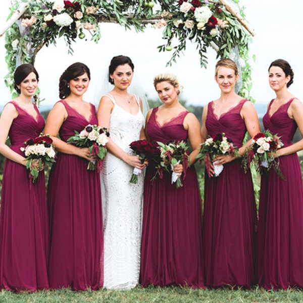 Long Bridesmaids Dresses Vintage Country Style Deep V Neck Sleeveless Ruched Pleated Top Maid of Honor Gowns Lace Appliques Zipper up Back