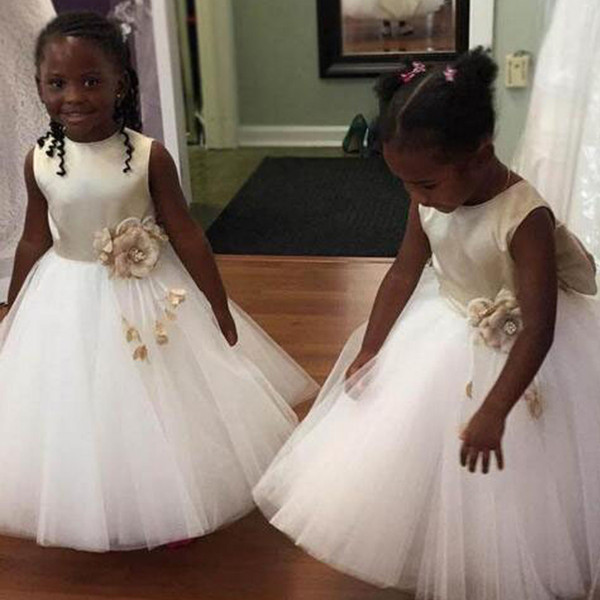 2018 Adorable Satin Tulle Flower Girl Dresses With Big Bow Ball Gown Zip Closure Kids First Communion Party Gowns Handmade Flowers