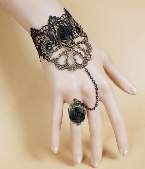 Bracelet en dentelle noire style goth vampire rose avec anneau dans une chaîne mode classique élégance