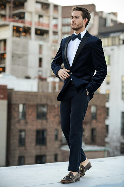 Handsome Two Pieces Dark Navy Wedding Tuxedos Slim Fit Peaked Lapel Mens Prom Suit Cheap One Button Groomsmen Suits(Jacket+Pants+Tie)
