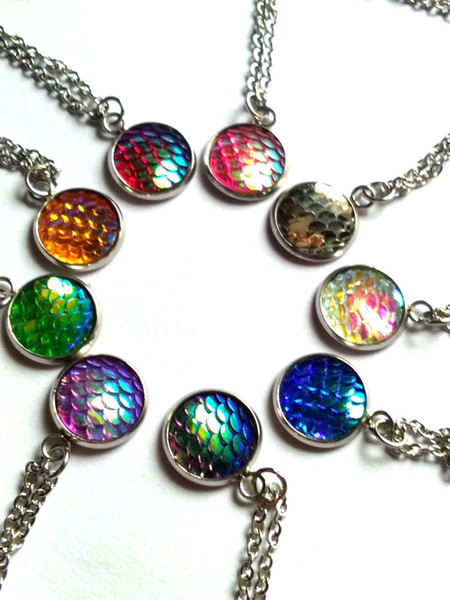 Simple Lucky Colorful Mermaid Fish Scale Necklace Beautifully Carved Magic Mirror Pendant for Women's Jewelry