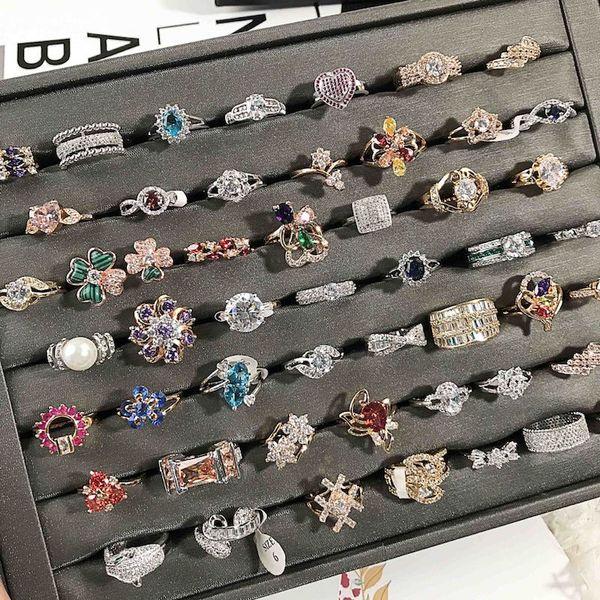 Europe Trendy Shiny Zircon Rings Colorful Rhinestone Delicate Women Rings Anelli di nozze di cristallo Mix di gioielli moda femminile