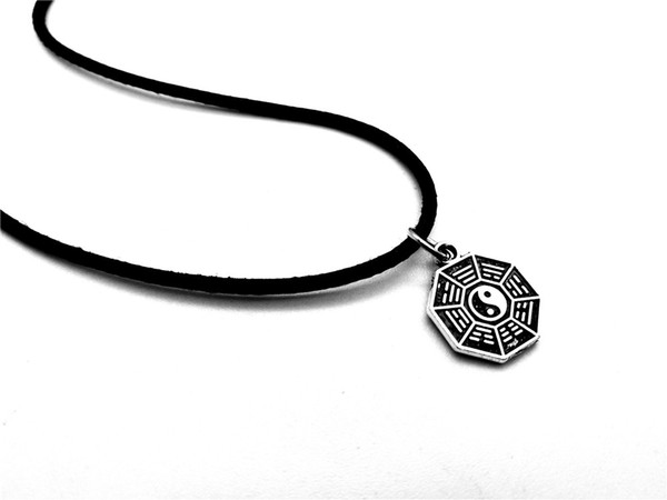 30pcs Chinese Feng Shui Taiji Bagua Map Pendant Necklace Chinese Style Fantastic Ying Yang Tai Chi Gossip Leather Rope Necklaces