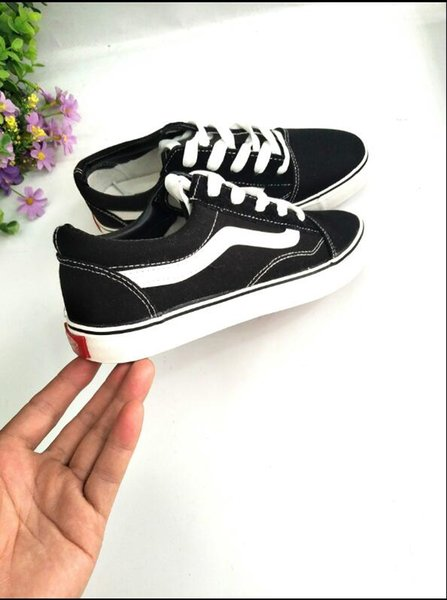2018 Canvas Shoes Classic White Black Red Brand Sneakers For Women Mens Low Cut Skateboard Casual Sneakers 35-45 Fast shipping