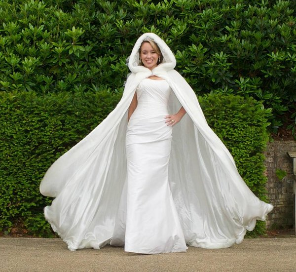Winter White Wedding Cloak Cape Hooded with Fur Bridal jacket Long Bridal Wraps fur A line coat Winter Wedding Dress wedding Coat for bridal