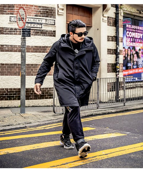 Trenchcoats der Männer heiße neue Ankunfts-moderne Streetwear-lange Hülsen-Mantel-Herbst-Winter-Kleidung der Männer windundurchlässige schwarze Farbe Größe XL-6XL