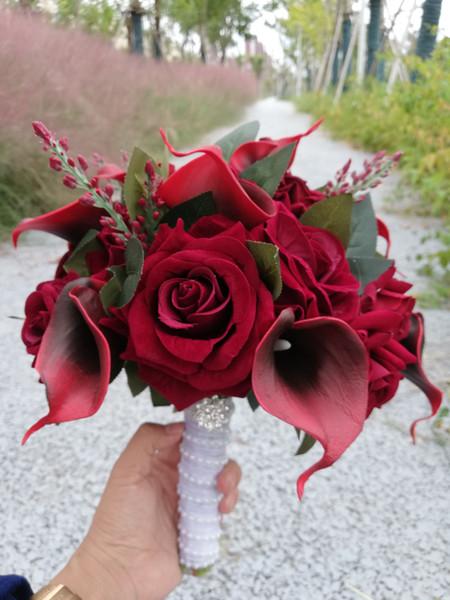 2018 Borgoña Redonda Flores de Boda Artificial Núcleo Negro Cala Lirios Ramos de Boda Rosa Ramos de Novia De Mariage Rose