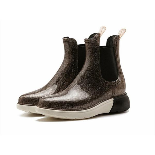 Großhandel 2018 Herbst Schuhe Frauen Arbeiten Flachen Regen Stiefel Frauen Gummi Slip On Side Außen Black Woman Damen Rain Bottes Tenis Von