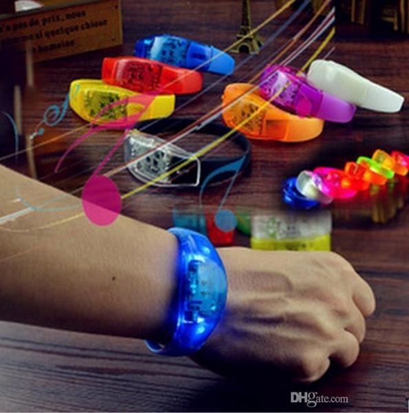 LED flash bracelet lueur bracelets son contrôlé nuit de lumière clignotant KTV Bar Club incandescent Prop décoration de fête de Noël