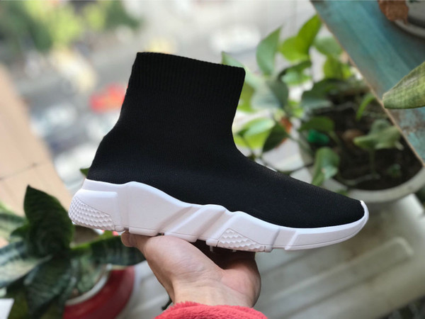 حذاء جورب أسود أبيض