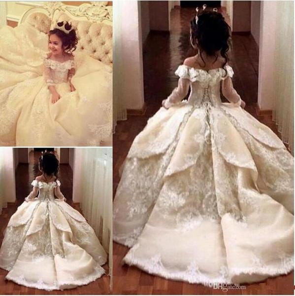 Vintage Lace Blumenmädchenkleider Elegant Off Shoulder Wide V-Ausschnitt Ballkleid Little Girl Pageant Kleider Kleider