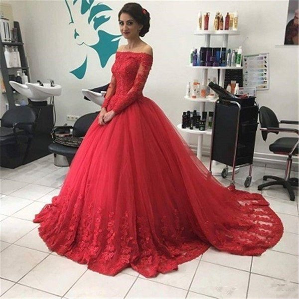 2018 New Boat Neck Red Evening Dresses Long Sleeves Ball Gown Lace Appliques Tulle Formal Prom Dress Sweep Train