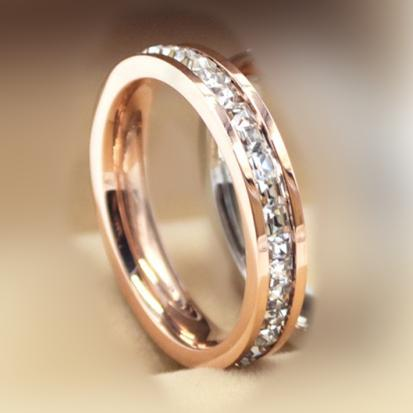 ارتفع صف واحد خاتم الذهب