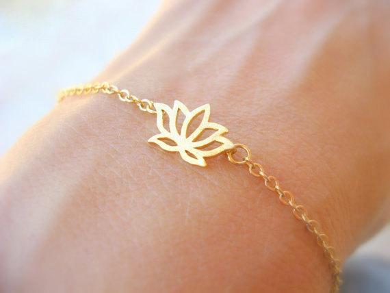 Pequeña flor de loto hueca pétalos encanto colgante pulsera simple hoja de loto planta pulsera de cadena señoras moda amor pulsera de loto joyería