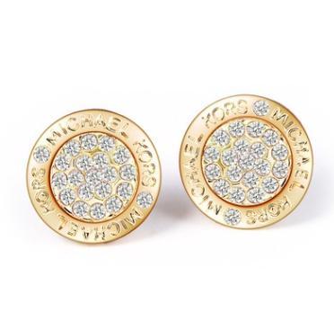 Estilos mixtos de moda Chapado en oro dorado / plateado / rosa dorado Tono de corazón de diamantes de imitación carta de estilo Logo Stud Pendientes de marca al por mayor
