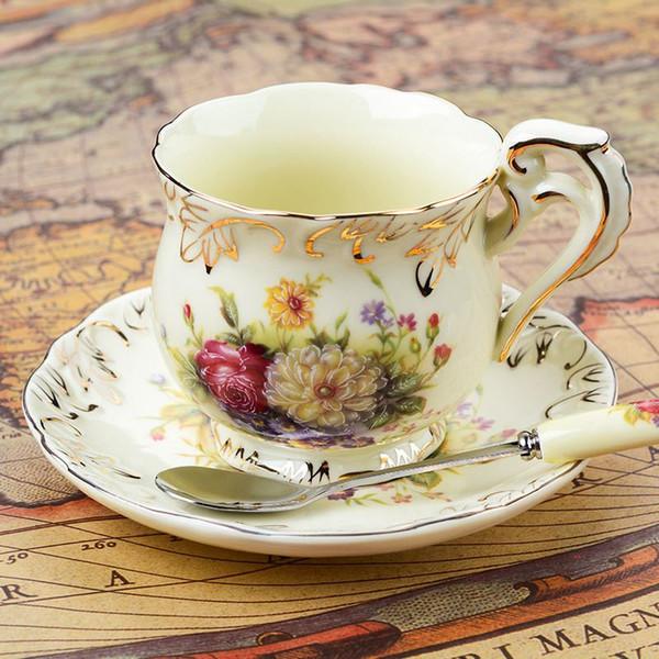 Tazze di ceramica in stile europeo 3 set di creativi bone china Tazza di caffè inglese disco tazze da tè pomeridiane 200ML