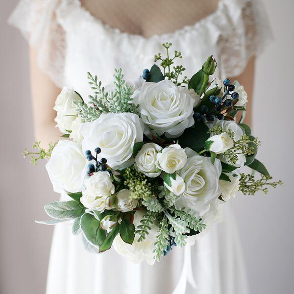 New White Country Artificial Mazzi di fiori 2020 Rose Berries Tocco tessuto forniture di nozze Sposa Holding Brooch Bouquet forniture di nozze