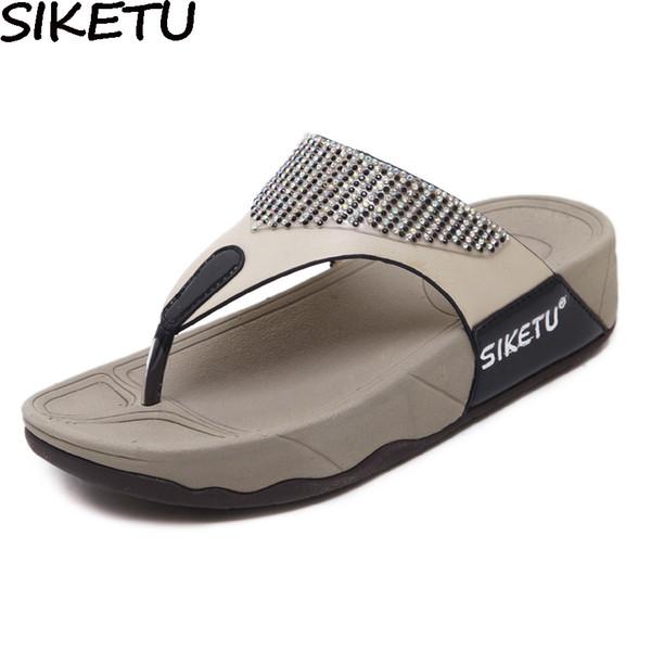 SIKETU Casual Frauen Hausschuhe Tanga Sandalen Flip Flops Sommer Strand Schuhe Frau Strass Komfortable Weiche Dicke Untere Fersen