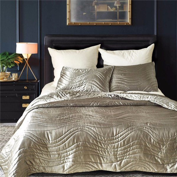 Europe Luxury Weding Decoration Solid Thick Soft Warm 3pcs/set Quilt Bedspreads Satin Silk Bedcover Coverlet Set US Quenn King