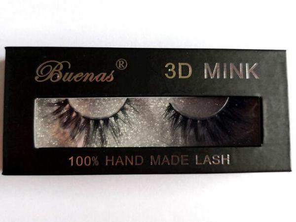 A pair false eyelashes of gift box